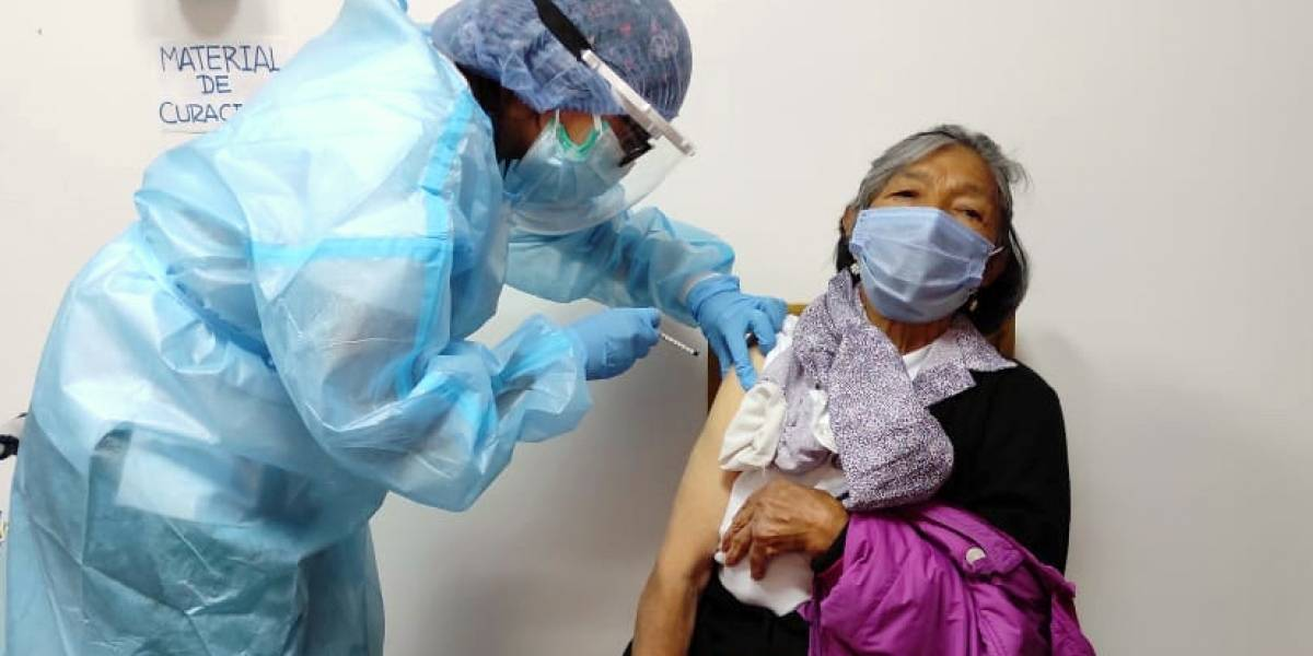 Inició la aplicación de la segunda dosis de la vacuna contra el coronavirus en Ecuador