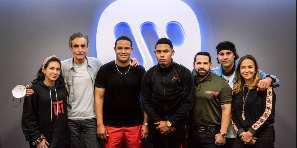 Myke Towers cierra acuerdo global con Warner Musica Latina y Warner Records