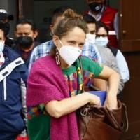 Manuela Picq, esposa de Yaku Pérez, anuncia tres acciones concretas ante la cerrada disputa por el segundo lugar de las votaciones con Guillermo Lasso