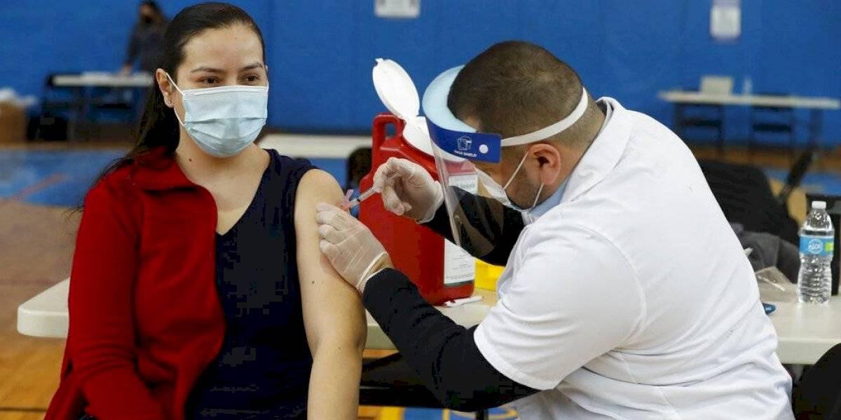 CDC: Vacunados no tienen que guardar cuarentena si estuvieron en contacto con infectado