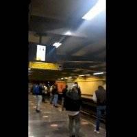 Pantalla del Metro en CDMX transmite escena porno