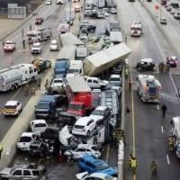 Engavetamento com mais de 100 carros mata oito pessoas e deixa outras dezenas hospitalizadas