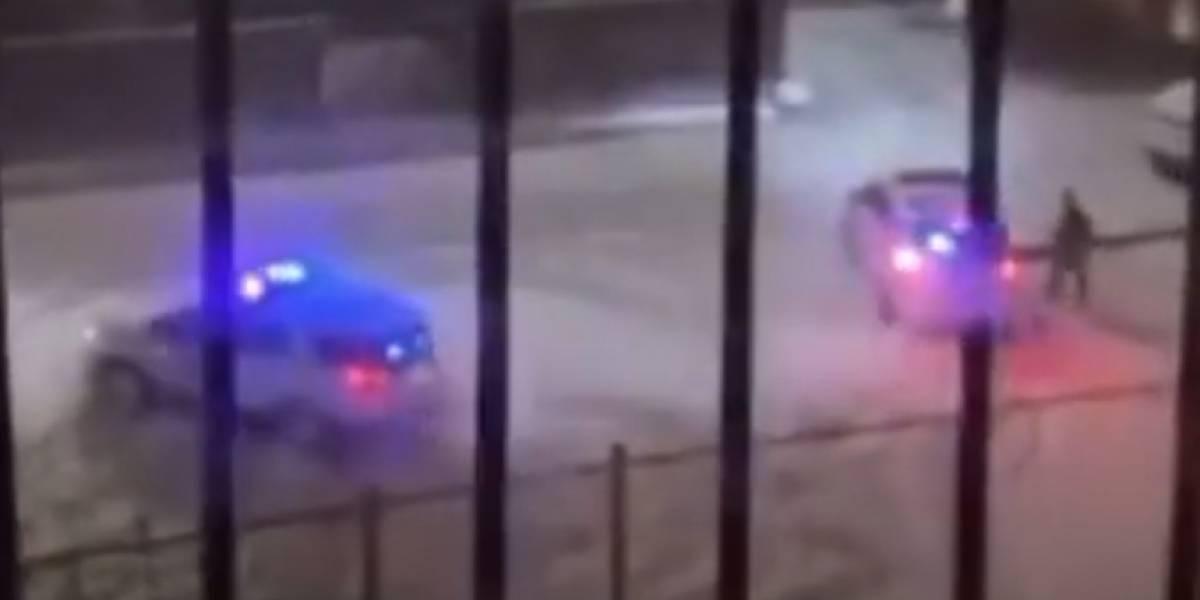 Assista: Policiais são registrados em estacionamento fazendo 'zerinhos' em viatura