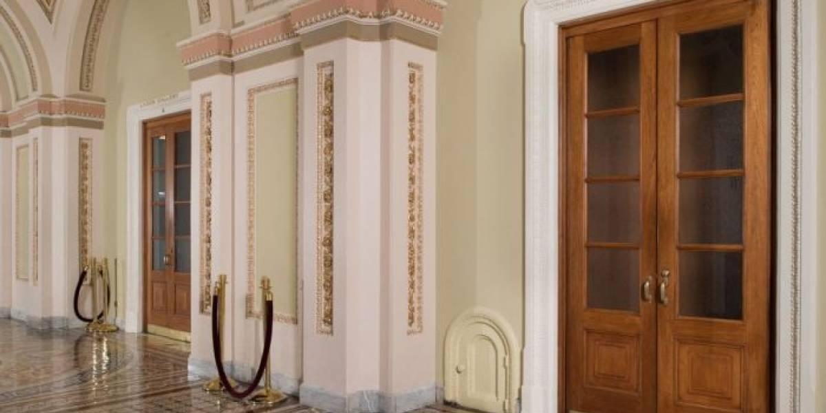 Por que existem portas em miniatura no Capitólio?