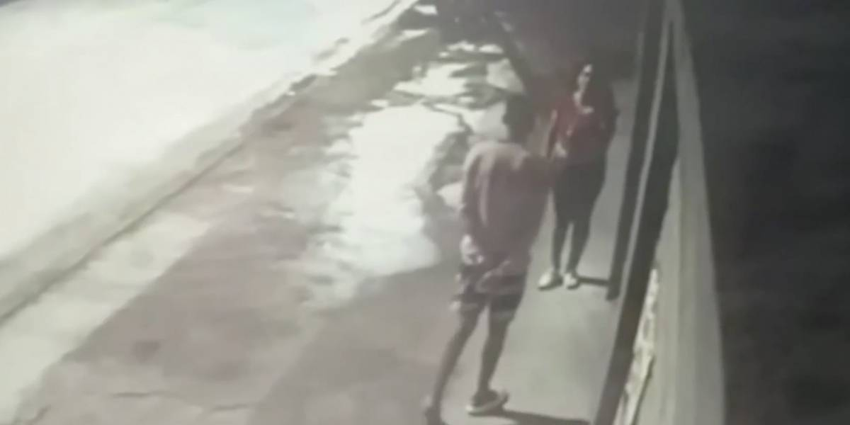 Mujer se reúne con expareja para entregarle a su hijo y lo apuñala en Argentina