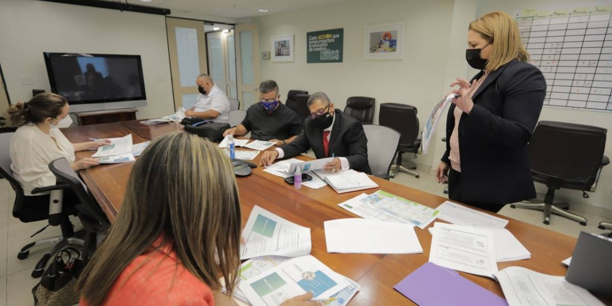 Secretaria de Educación discute plan de reapertura con Asociación de Maestros