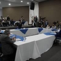 Yaku Pérez y Guillermo Lasso se reunieron este 12 de febrero en el CNE de Quito