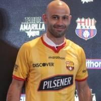 Barcelona SC presenta su nueva camiseta y la luce Javier Mascherano para usarla la Noche Amarilla