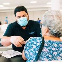 Salud comienza VacuTour para vacunar contra el COVID-19 a las personas de la tercera edad