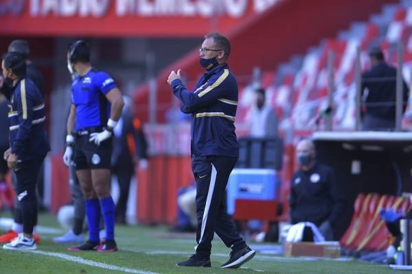 Andrés Lillini explota contra el arbitraje tras la derrota de Pumas y cuestiona a los dirigentes de la FMF