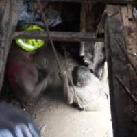 Momento del impactante rescate de una mujer en deslave de Chunchi