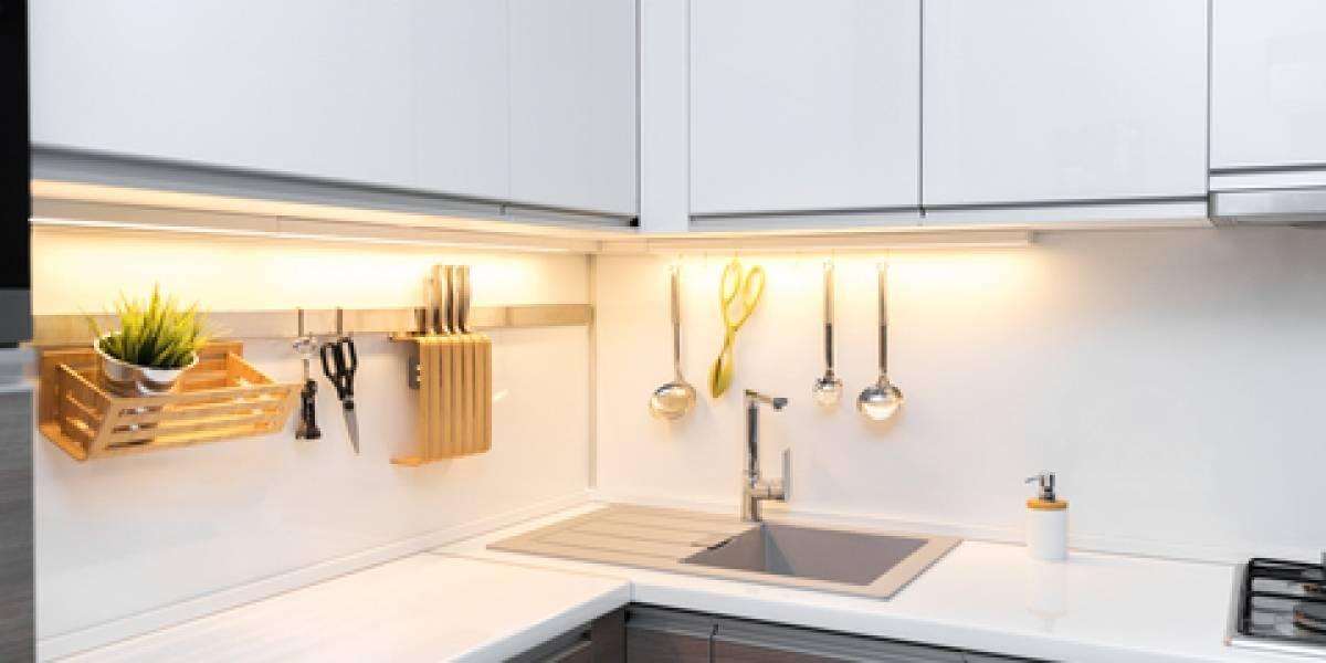 Sigue estos pasos para iluminar tu cocina y darle un toque chic