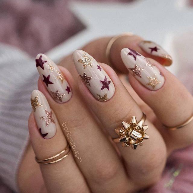 Diseños de uñas con estrellas delicadas