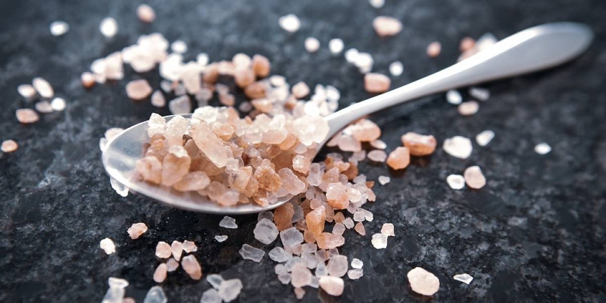 Salud: ¿cuál es la verdadera diferencia entre la sal del Himalaya, la sal marina y la sal común?