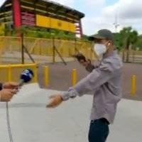 Asaltan con pistola a reportero en plena transmisión