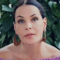 """Carolina Ferraz fala sobre maternidade depois dos 45 anos: """"tive uma depressão agressiva"""""""