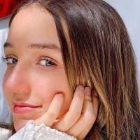 Nina, hija menor de Andrea Legarreta, fascina en jeans de animal print y tenis plateados