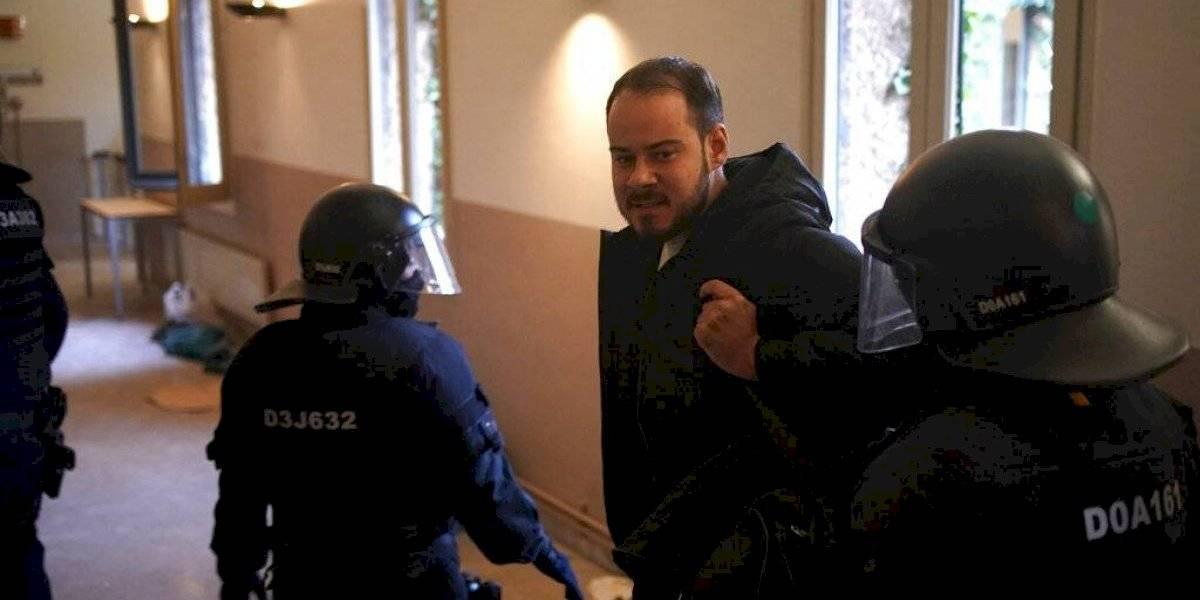 Fotos: Arrestan a rapero español que se atrincheró con seguidores tras ser convicto de insultar a la monarquía