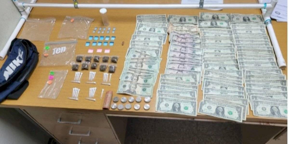 Arrestan a mujer en Arroyo en posesión de múltiples drogas y efectivo
