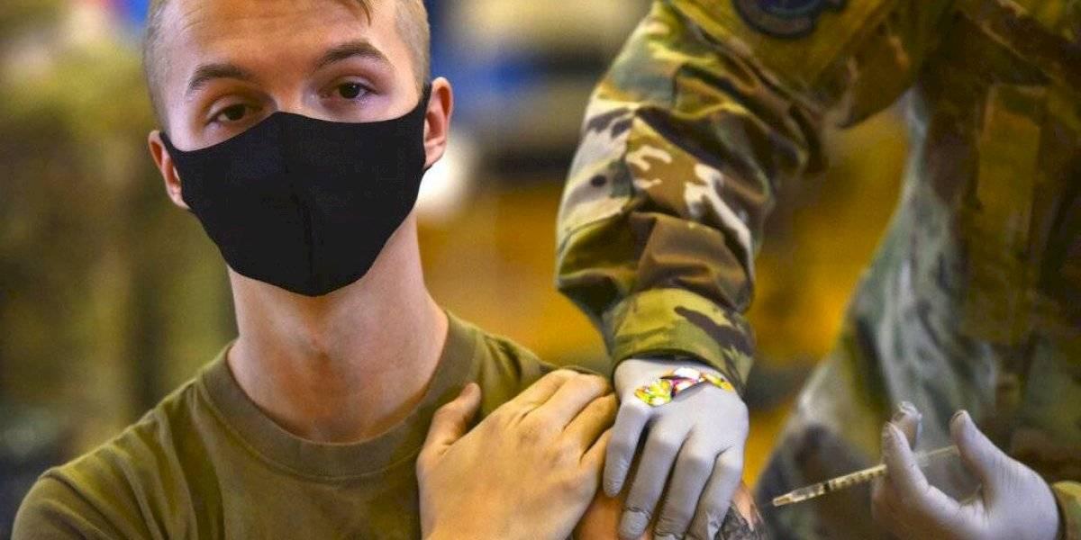 Miles de militares en Estados Unidos se niegan a vacunarse contra COVID