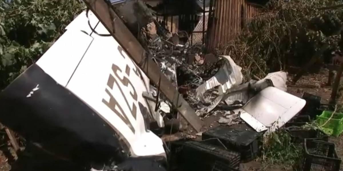 Internacional: avião pequeno cai sobre casa e provoca incêndio em região próxima de Santiago no Chile