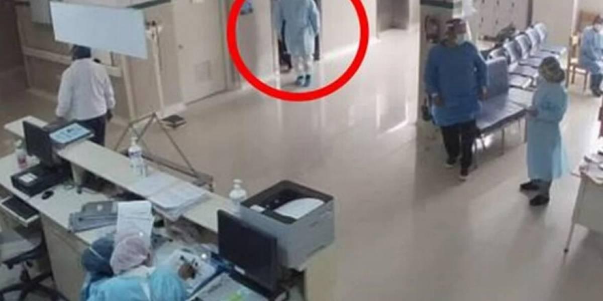 Policía se disfrazó de médico para ver a su padre internado por Covid-19 y lo encontró muerto