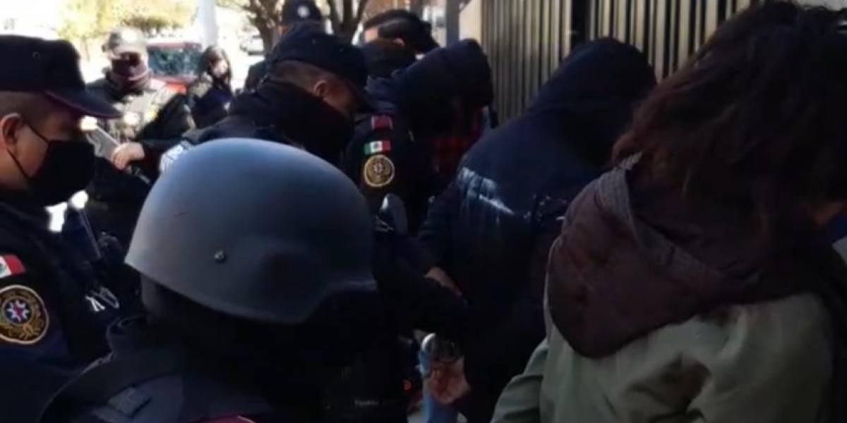 Clausuran en Nuevo León centro de vacunación clandestino; hay 6 detenidos