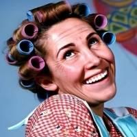 'Dona Florinda' comemora aniversário de 72 anos com foto sem maquiagem