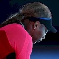 Serena Williams rompe en llanto tras ser eliminada del Abierto de Australia