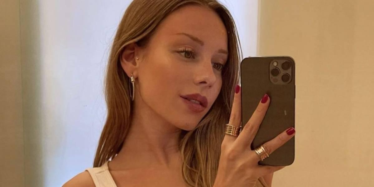 Ester Expósito compartilha foto no espelho e causa furor nas redes sociais