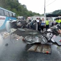 Cuatro fallecidos y cinco heridos tras accidente de tránsito en la vía Alóag- Santo Domingo, sector de la parroquia Alluriquín