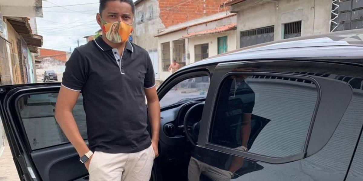 Motorista de Uber encontra R$ 15 mil e devolve a passageiro