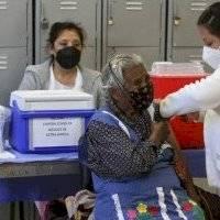 Próxima semana se vacunará a adultos mayores que faltaron: Sheinbaum