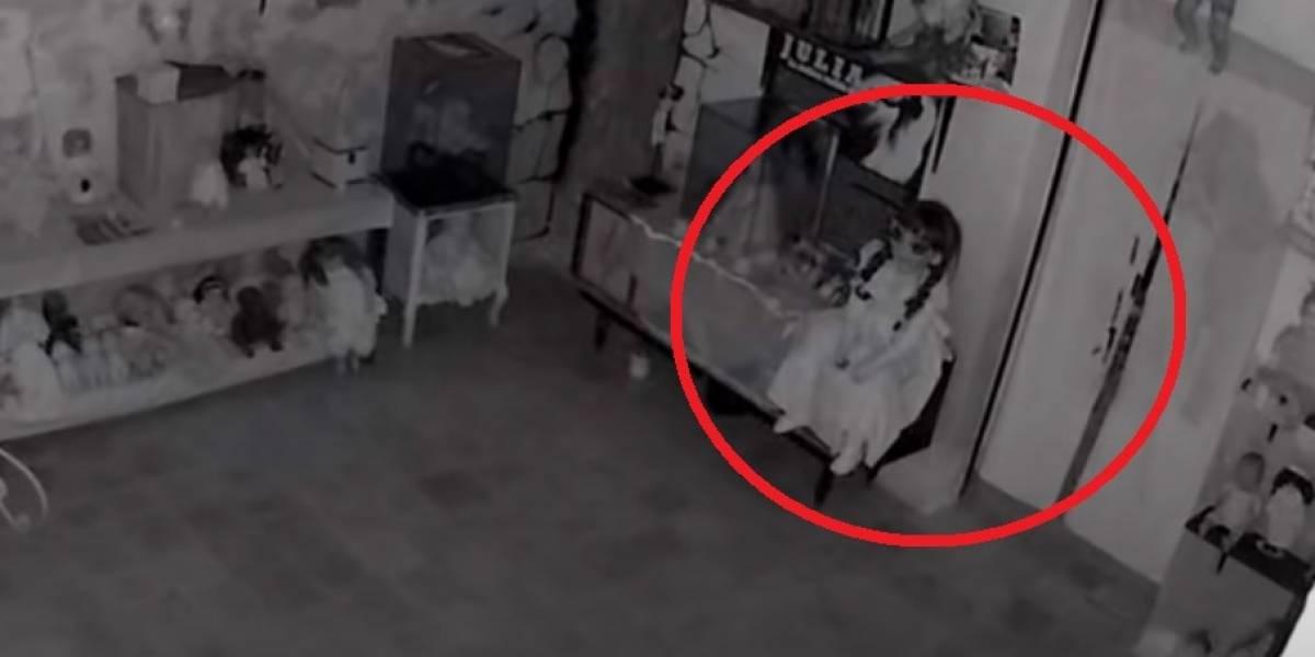 Câmera de museu paranormal registra curioso movimento de boneca Annabelle; veja