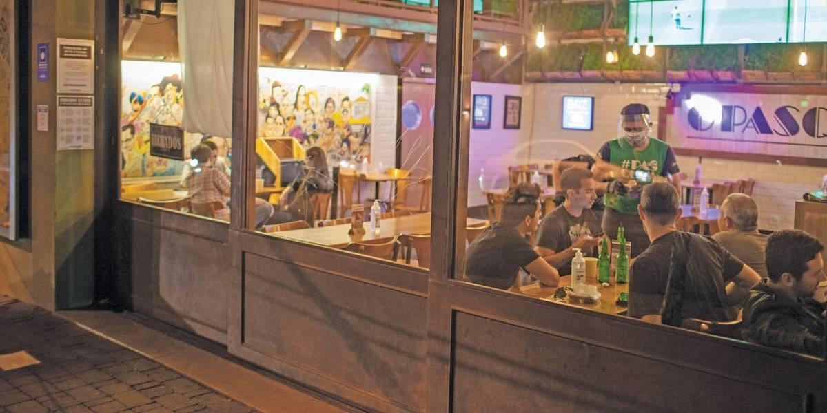 São Paulo relaxa restrição para bebidas alcoólicas em restaurantes