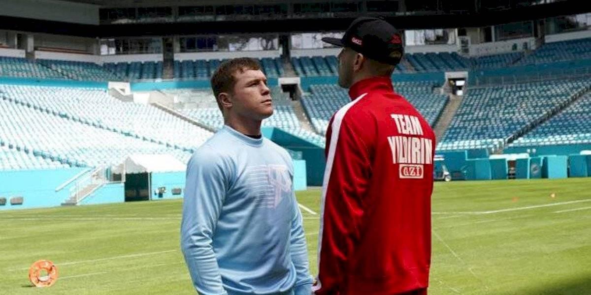 Canelo visita el estadio de los Dolphins antes de su pelea