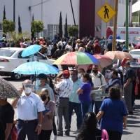 FOTOS: Un primer día de largas filas por la vacuna en Ecatepec