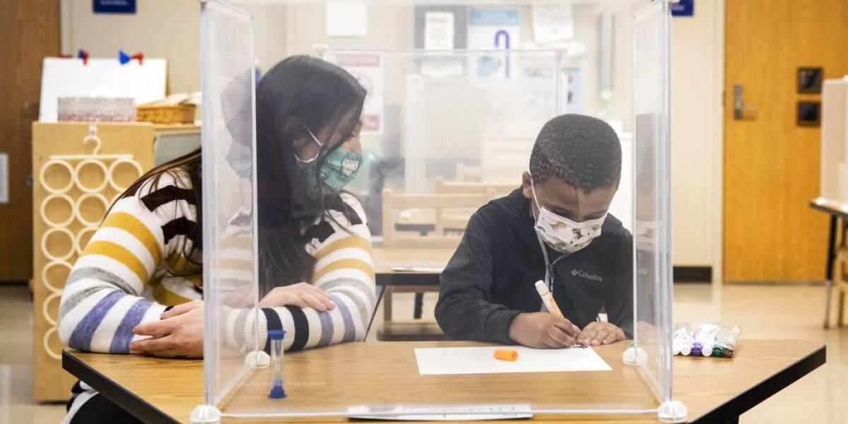 Maestros podrían ser mayor fuente de contagios de COVID-19 en las escuelas que los estudiantes