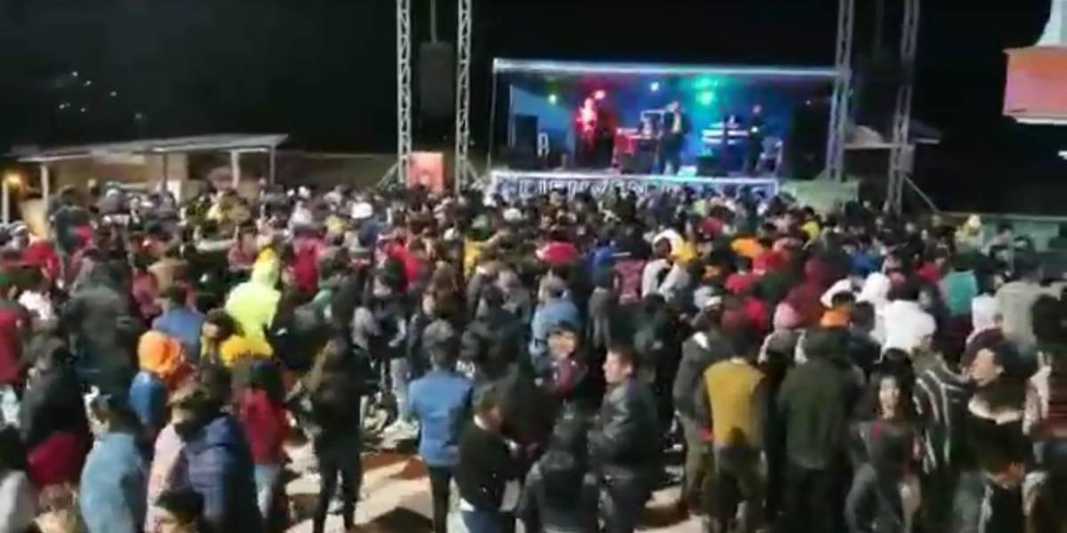 ¡Siguen las aglomeraciones! En la comuna Nabón, Azuay se realizó una fiesta con artistas