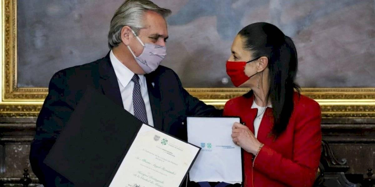 Se quiebra la voz del presidente de Argentina al nombrarlo Huésped Distinguido de CDMX