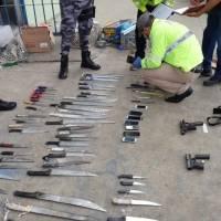 Machetes y celulares: ¿Qué indicios y evidencias recolectaron al interior de la Penitenciaría de Guayaquil?