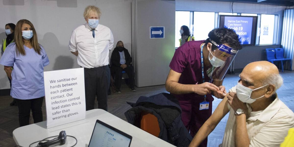 "Gran Bretaña propone sistema de ""pasaportes para vacunados"""