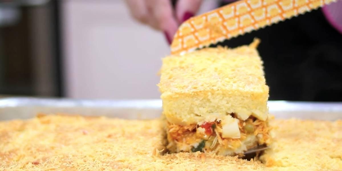 Receita prática de torta de frango com palmito feita no liquidificador com massa incrível
