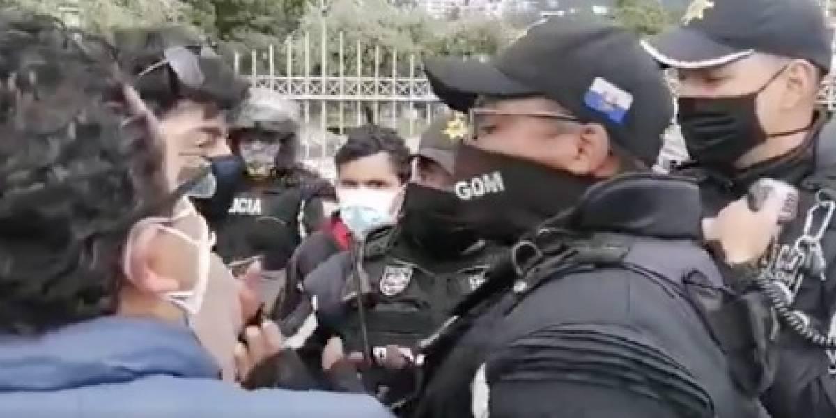 Policía desaloja de los exteriores de la UCE a estudiantes que iban a participar de marcha