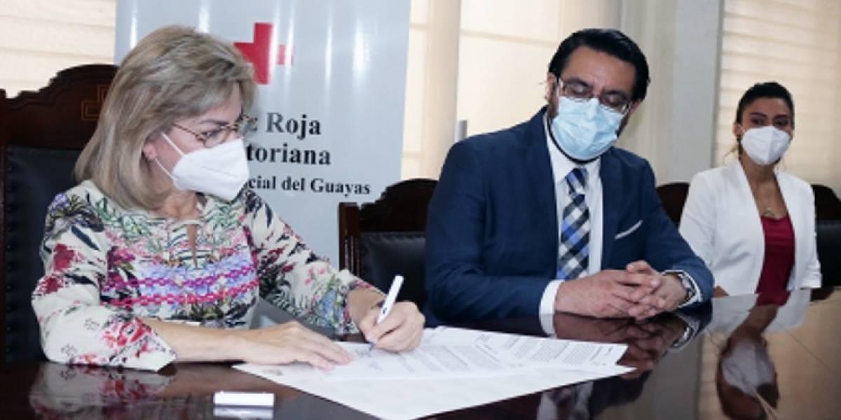 Conduespol y la Cruz Roja del Guayas firman convenio para capacitar a estudiantes en asistencia de paramédico