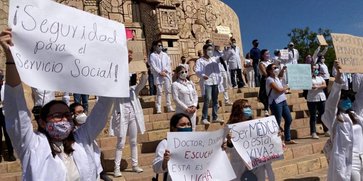 Médicos exigen al gobernador de Yucatán ser vacunados