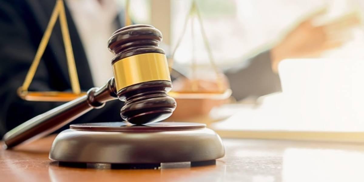 Justiça autoriza mulher condenada a trabalhar como modelo por webcam para site adulto