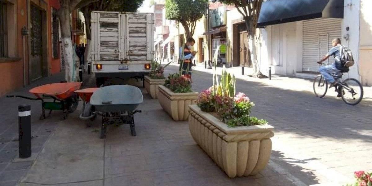 Comerciantes en León protestan por cierre de calle en barrio tradicional