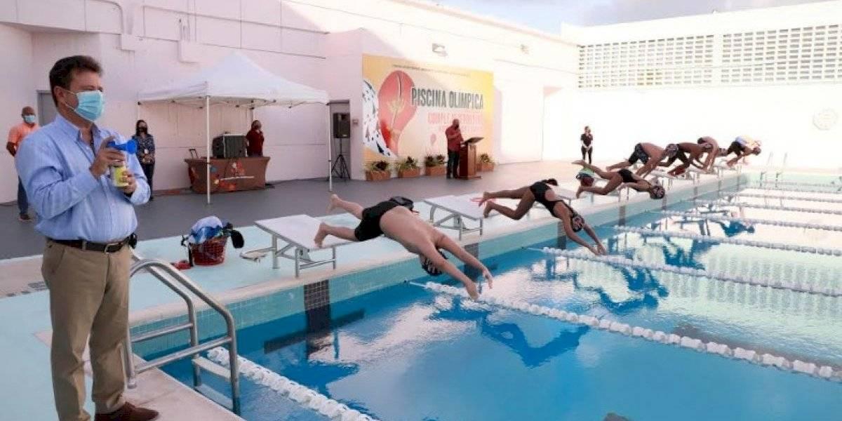 Reabre piscina del Complejo Deportivo en Carolina
