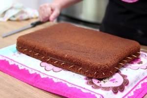 Receita prática de bolo pão de ló de chocolate para fazer em casa facilmente